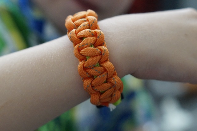 10 DIY Paracord Projects