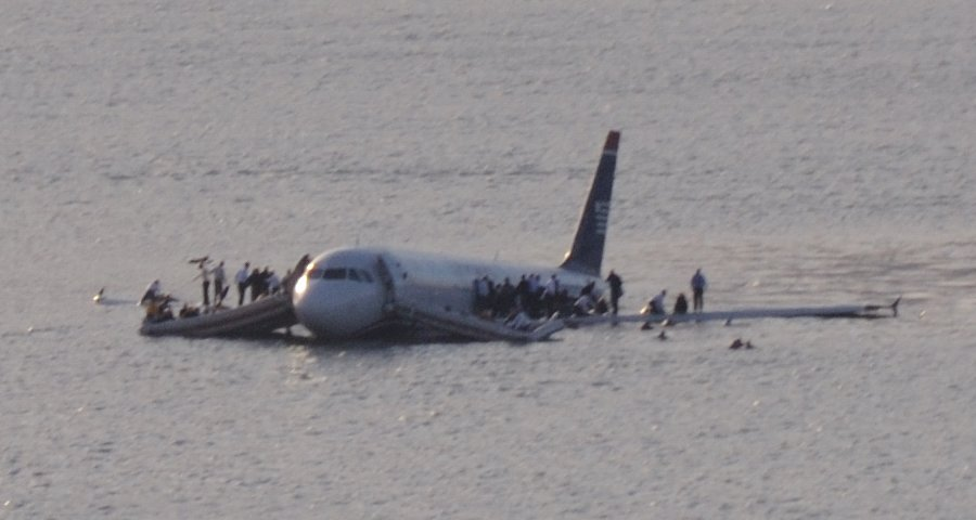 Plane_crash_into_Hudson_River_(crop)